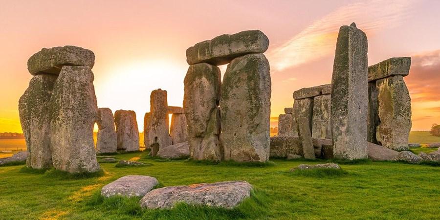 Troppi enigmi e misteri: siti archeologici, complessi megalitici e mura ciclopiche di cui non si conosce la storia. E i misteri che celano. Nella Foto Stonehenge