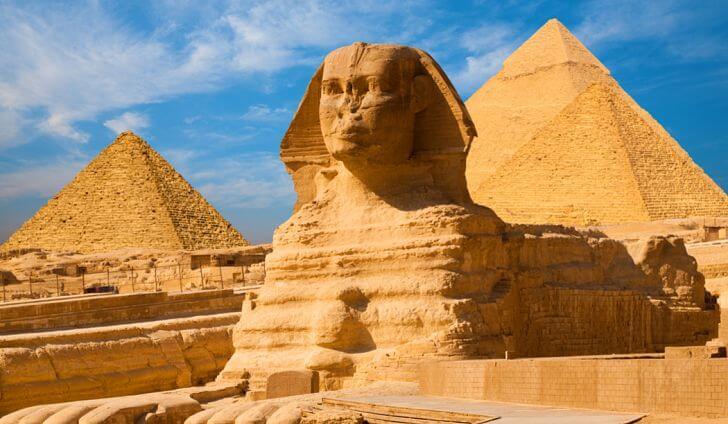 Troppi enigmi e misteri: siti archeologici, complessi megalitici e mura ciclopiche di cui non si conosce la storia. E i misteri che celano. Nella foto la Sfinge di Giza.