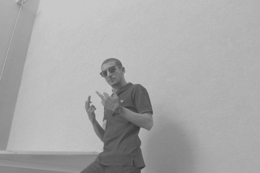 Vito Shake in Trap Veritas, il rapper che rompe gli chemi e studia medicina. Tra Eminem e i Massimo pericolo. Perchè fare rap non è solo vivere la strada.
