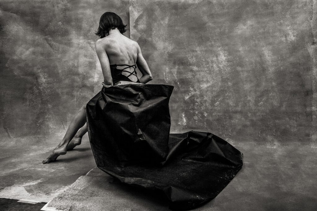 Perdita d'illusione. Nel posare gli occhi, abbiate cura di soffermarvi. Performer e parole di Valentina P. Ph. Manuel Bravi