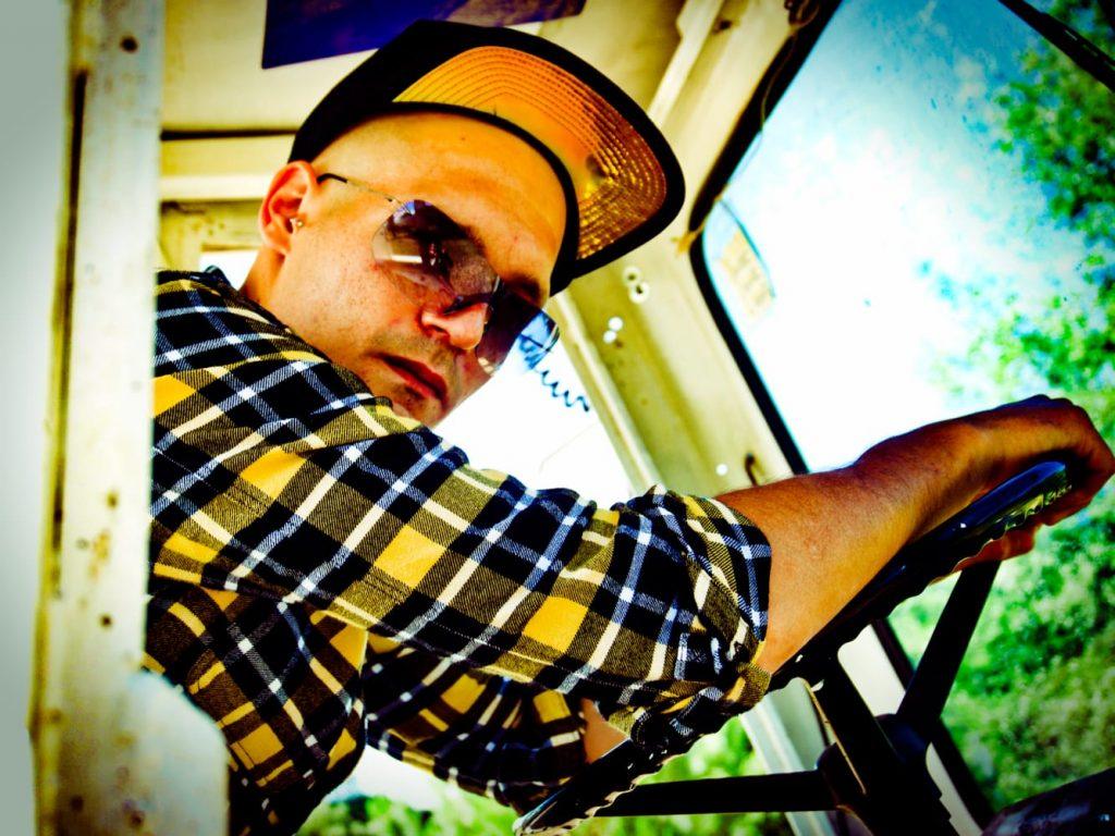 Sammy boy: Porno Hardcore in salsa Rap da Ravenna. Musica senza peli sulla lingua. Quando l'importanza nella musica è essere folli.