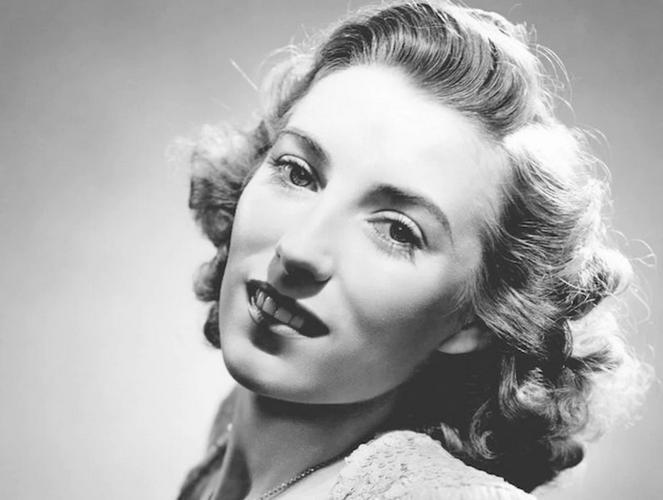 Qualcuno ricorda Vera Lynn? la Lili Marlen inglese, celebe per la sua: We'll Meet Again, ripreso dalla Regina Elisabetta II nel suo discorso sul Covid 19