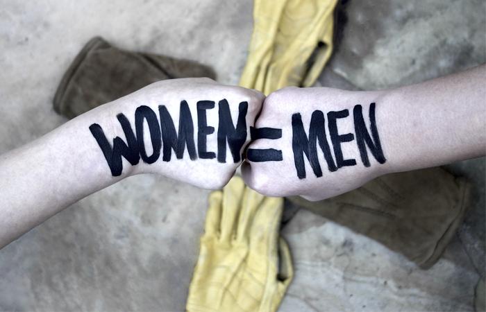 Il femminismo è una cosa bellissima. Si bellissima, anche se tanta gente lo odia, il femminismo combatte battaglie che interessano tutti noi