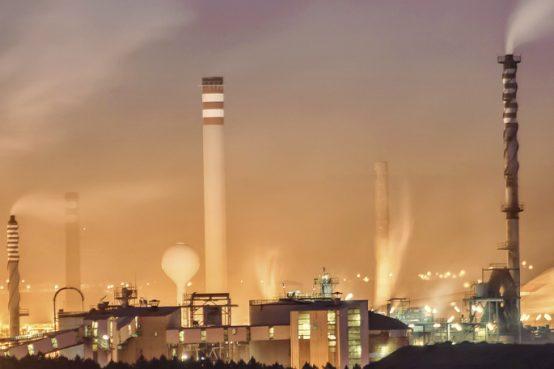 Con maggiore frequenza si sta parlando dell'inquinamento climatico provocato dalle attività digitali e tecnologiche. Il tempo online contamina il pianeta.